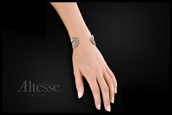 Bracelet manchette Rosetta en argent 925 rhodié, brillants, 41.2g, Ø55mm Altesse, packaging