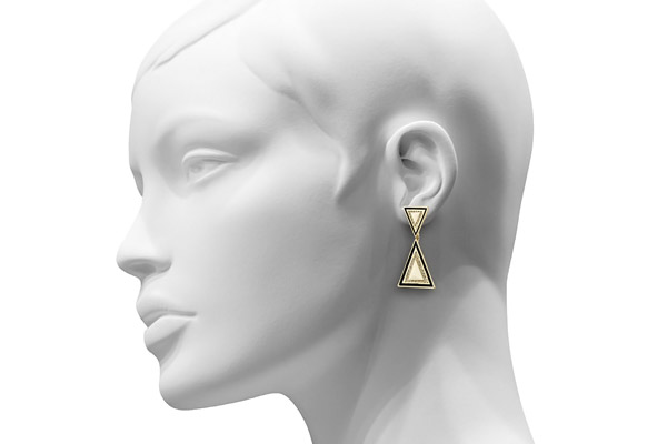 Boucles d'oreilles percées Teepee, dorure or 14 carats, brillants, crème House of Harlow 1960, packaging