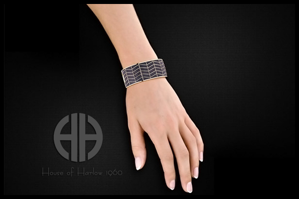 Bracelet River, dorure or 14 carats, articulé, noir, Ø55mm House of Harlow 1960, packaging