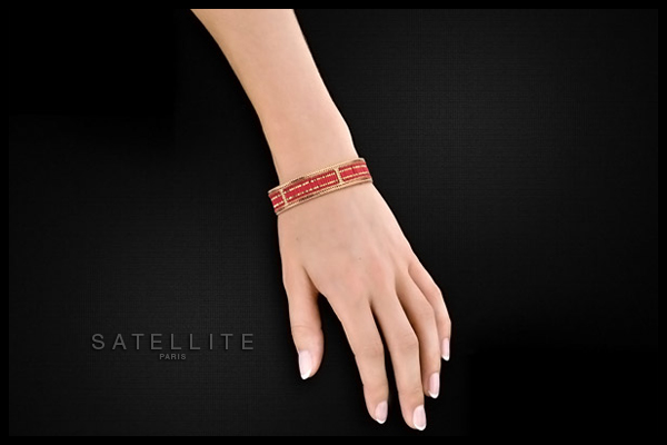 Bracelet manchette Tsinga, dorure or 14K, Rouge, Ø65mm Satellite, packaging