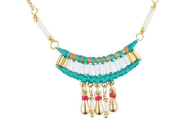 Collier breloques Tananarive, dorure or 14K, Turquoise Satellite, gros plan